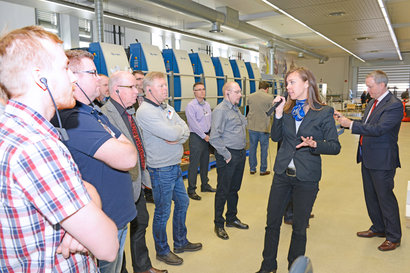 Printers from Scandinavia met at the Nordic Day at KBA in Radebeul. Shown here product manager Anja Hagedorn presents the Rapida 75