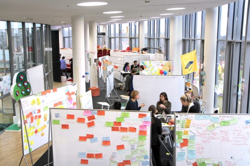 "In Palo Alto and Potsdam (Germany), Design Thinking is not only a research subject but also being taught to both students and professionals. The scene above depicts a typical workspace at the HPI School of Design Thinking in Potsdam. Use free of charge with reference ""Hasso Plattner Institute"". Design Thinking, Innovation, Hasso Plattner, Research, Creativity, Teamwork, Collaboration, Business, Professionals, Companies, Enterprise"