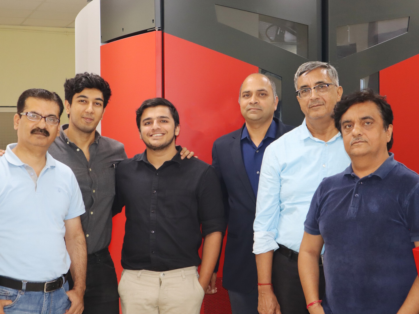 From left to right: Shailendar Kapoor (Manager of the Hora Arts Centre Noida plant), Shivam Hora & Ramneek Hora, Vikram Saxena (General Manager Sales of Xeikon India), Pradeep Hora (Managing Director Hora Arts Centre) and Sanjay Hora (Director Hora Arts Centre).