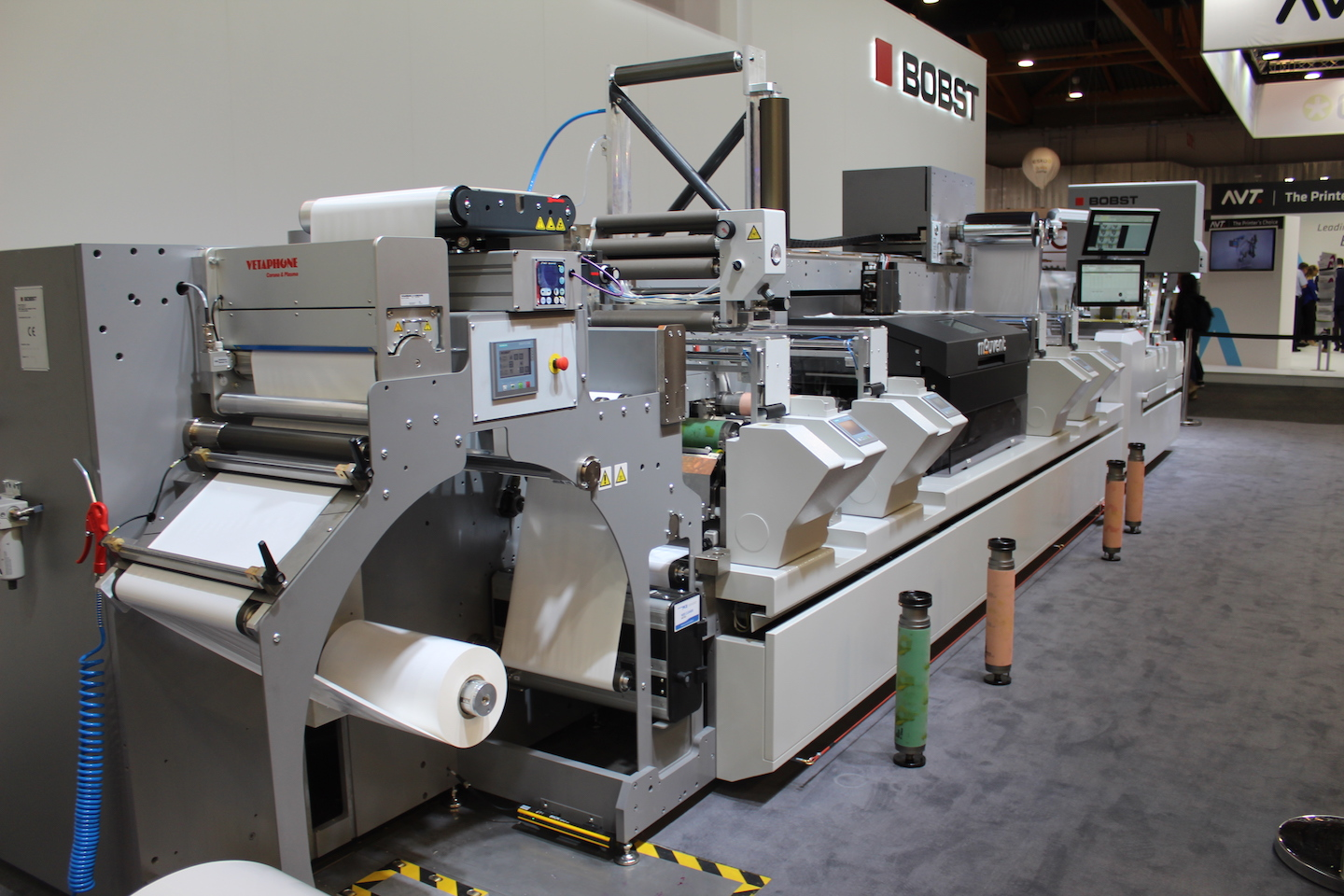 Master DM5 at Bobst - a hybrid solution with Mouvent inkjet unit
