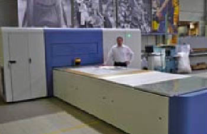 Arjan D'haene, commercial director at Daelprinting, with the Inca Onset S20